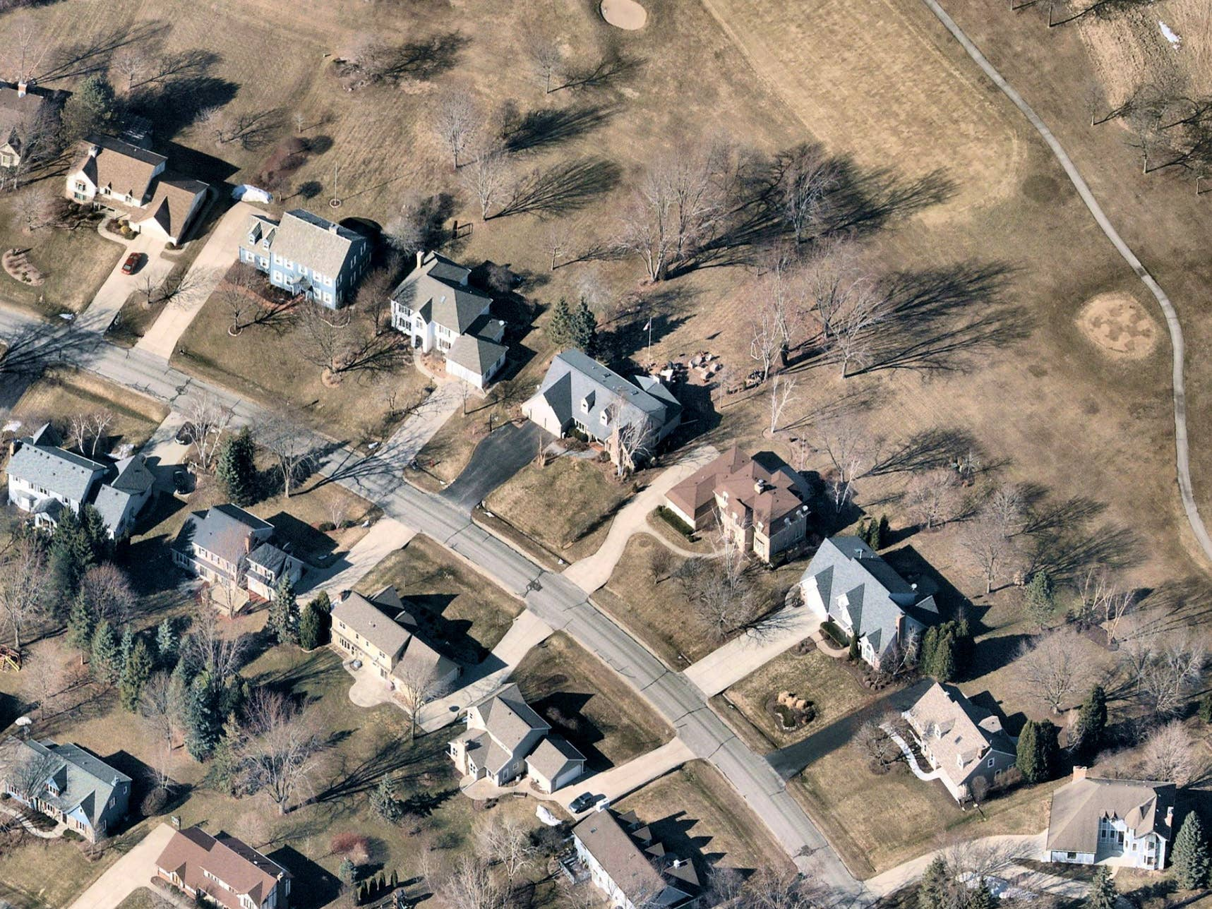 Leaf off aerial imagery, homes in Mequon, WI -- 25 March 2019