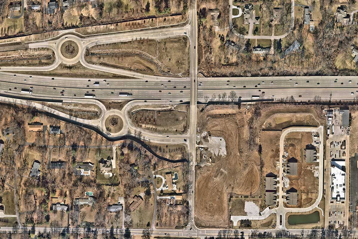 Aerial image of complex freeway in Frontenac, Missouri